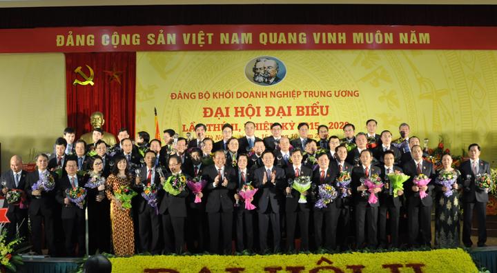 Ban Chấp hành Đảng bộ Khối DNTW nhiệm kỳ 2015 - 2020 ra mắt Đại hội.