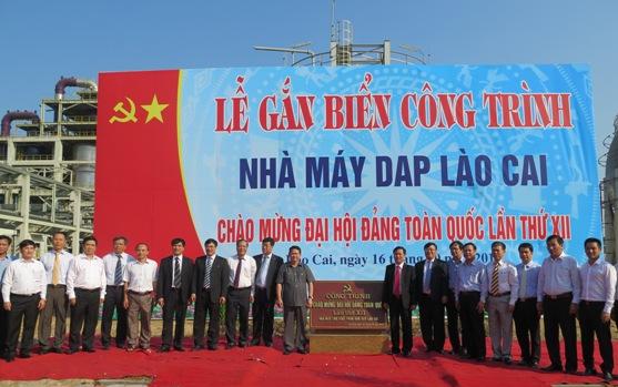 Gắn biển Công trình Nhà máy sản xuất phân bón Diamon phốt phát (DAP) số 2