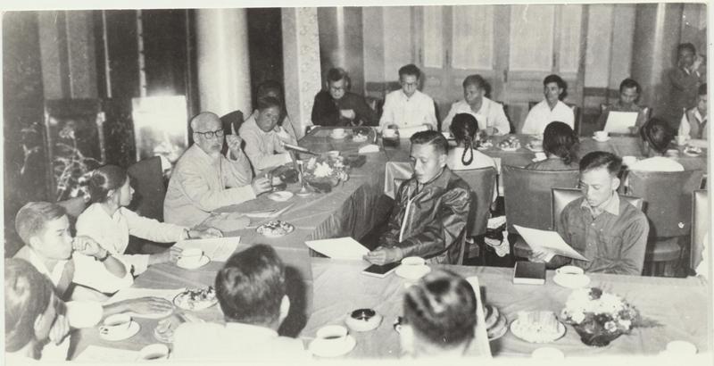 Bác Hồ gặp mặt Đoàn đại biểu công nhân cán bộ ngành Than và tỉnh Quảng Ninh tại Phủ Chủ tịch ngày 15/11/1968.