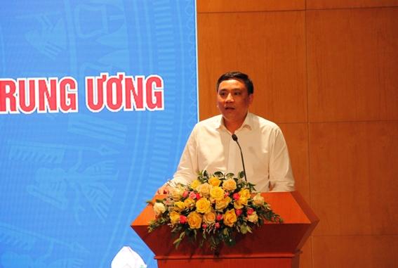 Đồng chí Hoàng Giang, Phó Bí thư Đảng ủy Khối Doanh nghiệp Trung ương phát biểu tại Hội nghị.