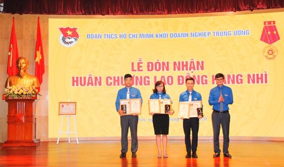 Trung ương Đoàn trao Giải thưởng Lý Tự Trọng cho 3 cán bộ Đoàn trong Khối Doanh nghiệp Trung ương có thành tích xuất sắc tiêu biểu.