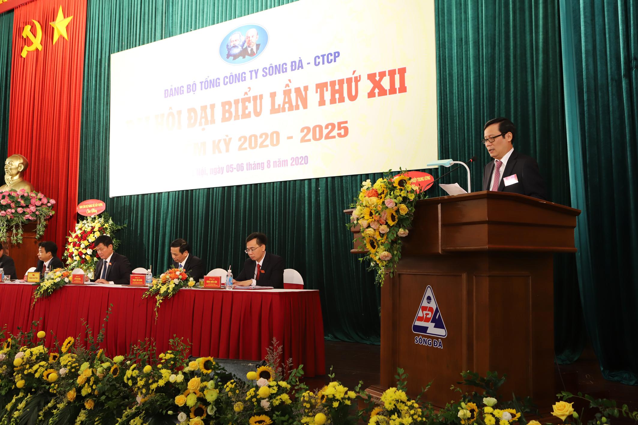 Đồng chí Phạm Tấn Công- Phó Bí thư Thường trực Đảng ủy Khối Doanh nghiệp Trung ương phát biểu chỉ đạo tại Đại hội.