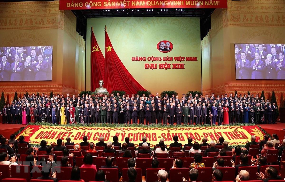 Ban Chấp hành Trung ương Đảng khóa XIII ra mắt Đại hội.