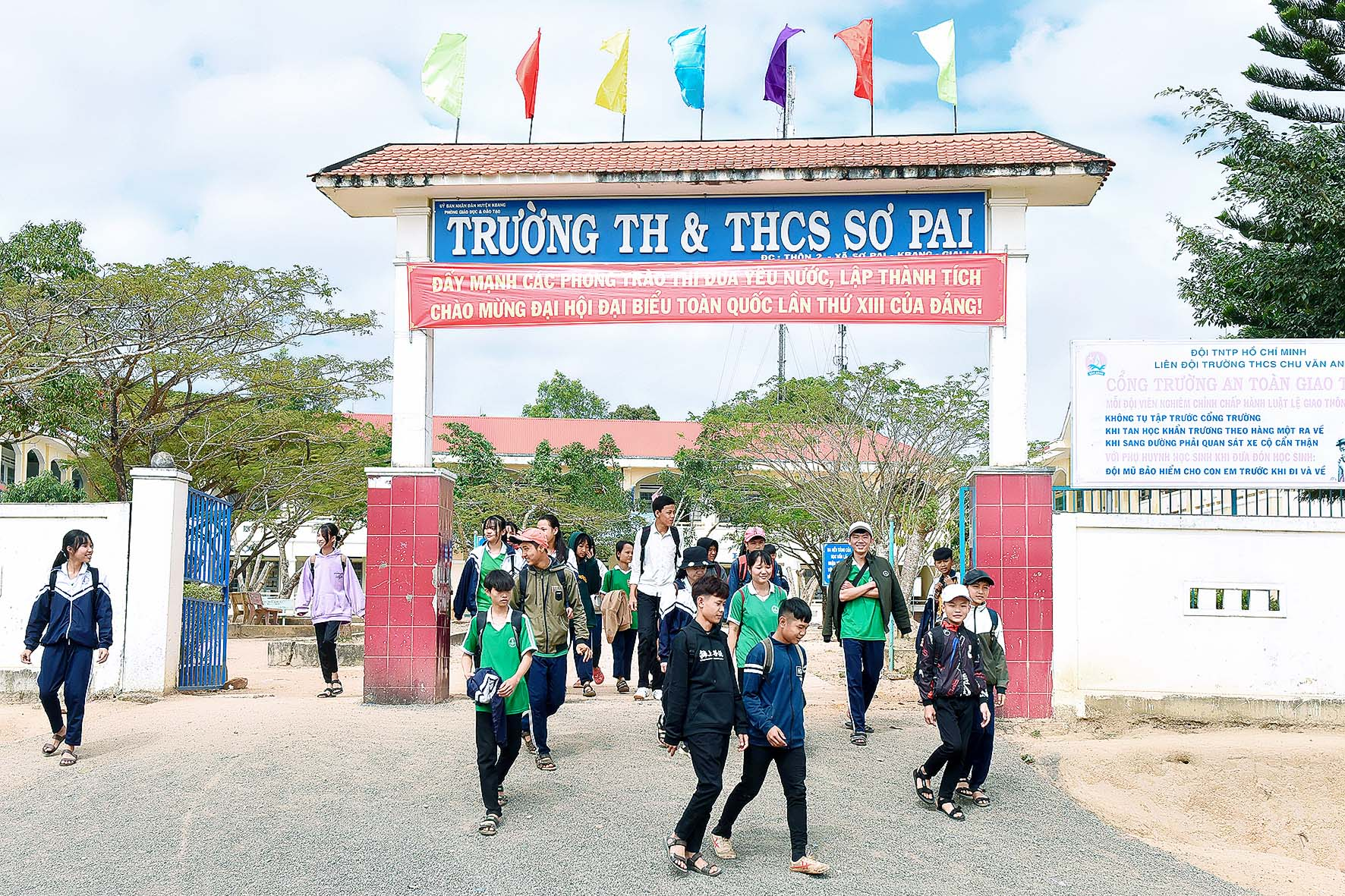 4.Trường Tiểu Học – THCS Sơ Pai có cơ sở vật chất đạt chuẩn quốc gia theo quy định và được công nhận trường đạt chuẩn quốc gia từ năm học 2017.