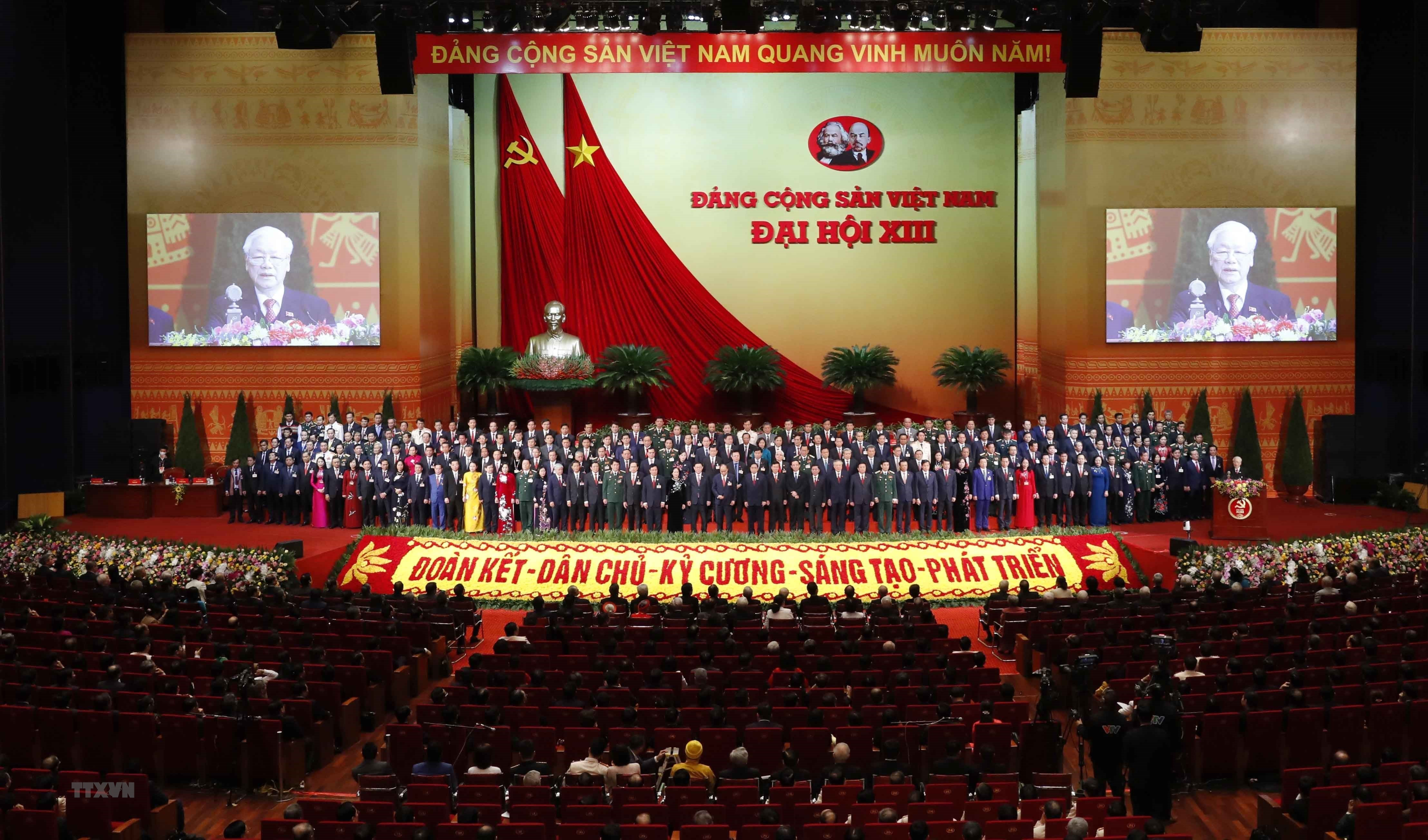 Đồng chí Nguyễn Phú Trọng, Tổng Bí thư BCHTW khóa XIII, Chủ tịch nước CHXHCN Việt Nam thay mặt BCHTW khóa XIII phát biểu ý kiến.