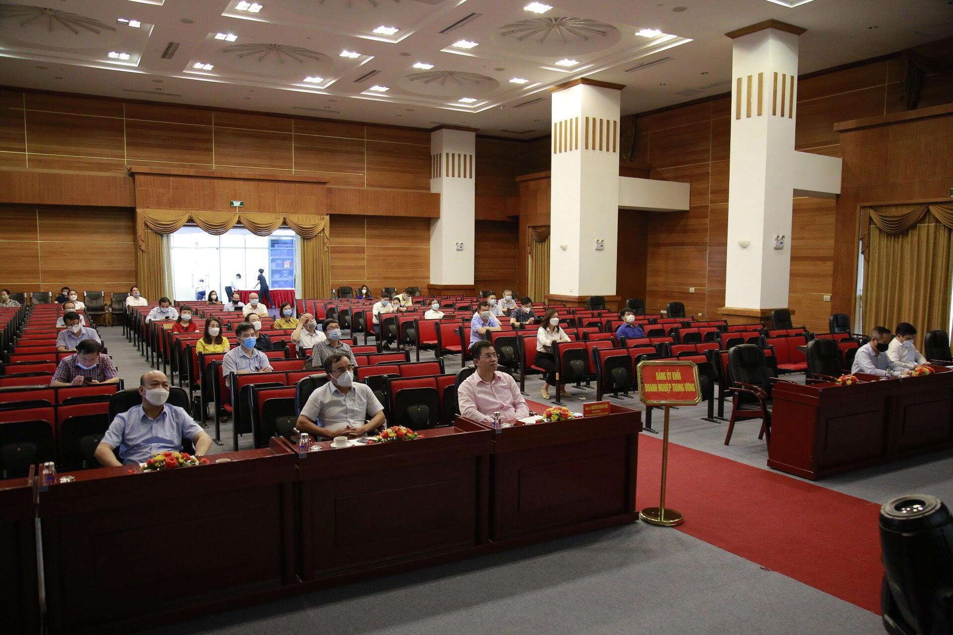 Các đại biểu tham dự tại điểm cầu 30 Phạm Hùng, Hà Nội.