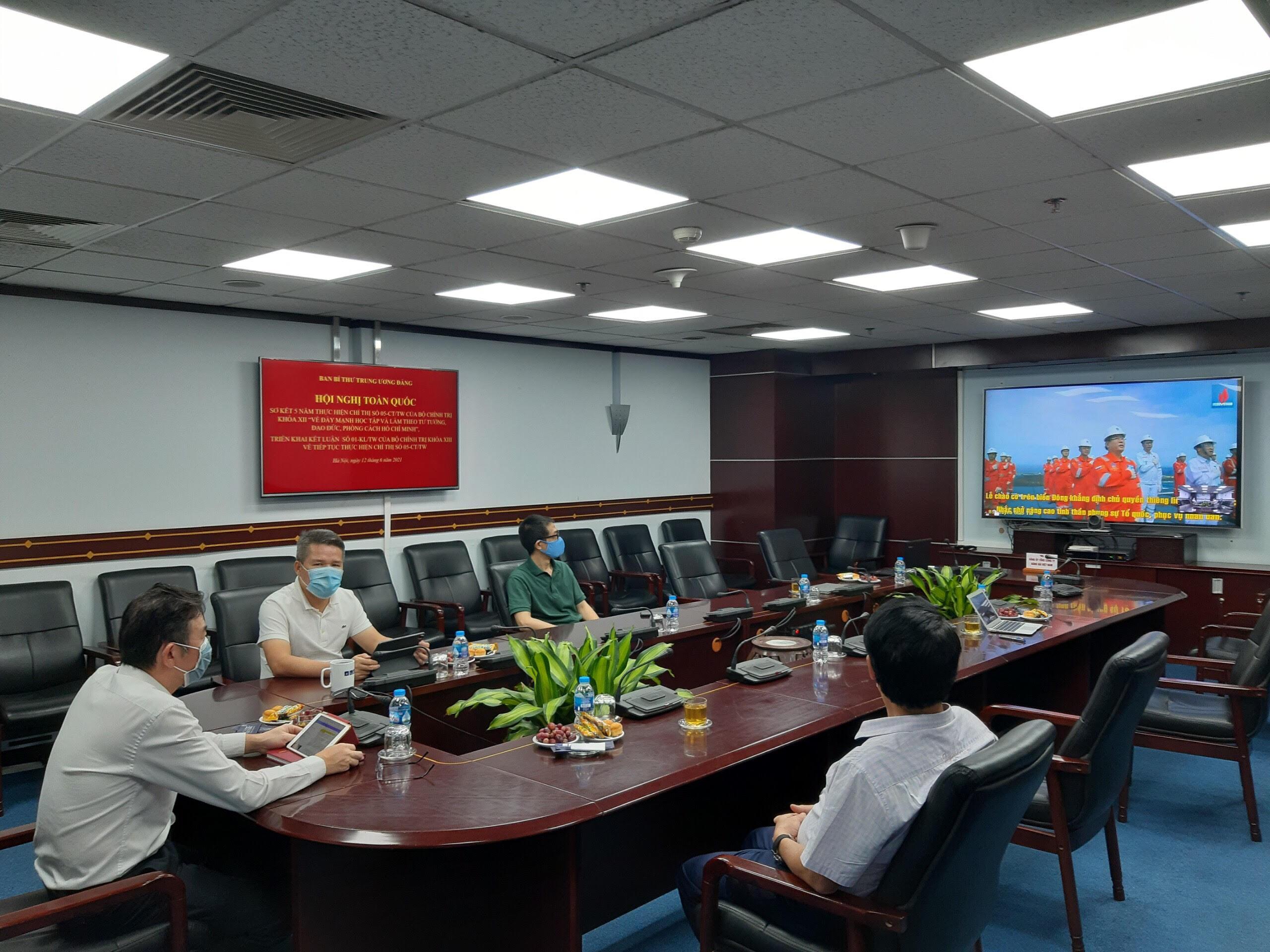 Các đại biểu tham dự Hội nghị tại điểm cầu Đảng ủy Tổng công ty Hàng hải Việt Nam.