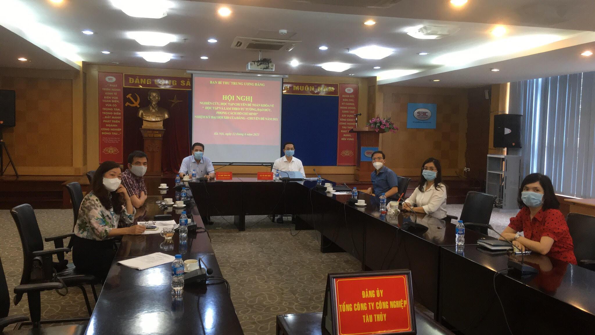 Các đại biểu tham dự Hội nghị tại điểm cầu Đảng ủy Tổng công ty CN Tàu thuỷ.
