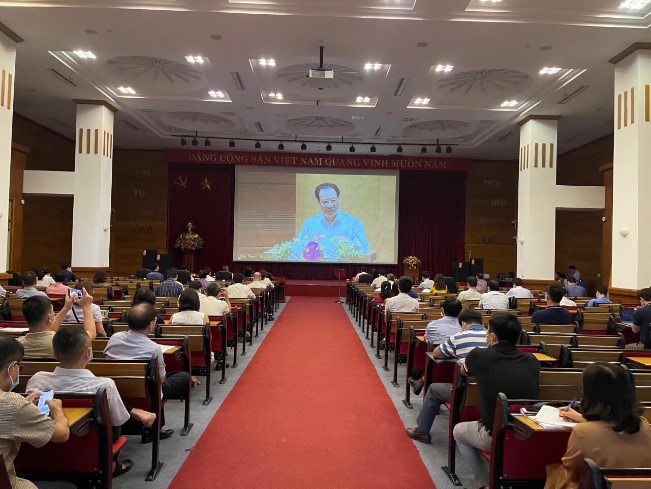 Các đại biểu tham dự Hội nghị tại điểm cầu Tổng công ty Hạ tầng mạng - Net, 30 Phạm Hùng, Hà Nội